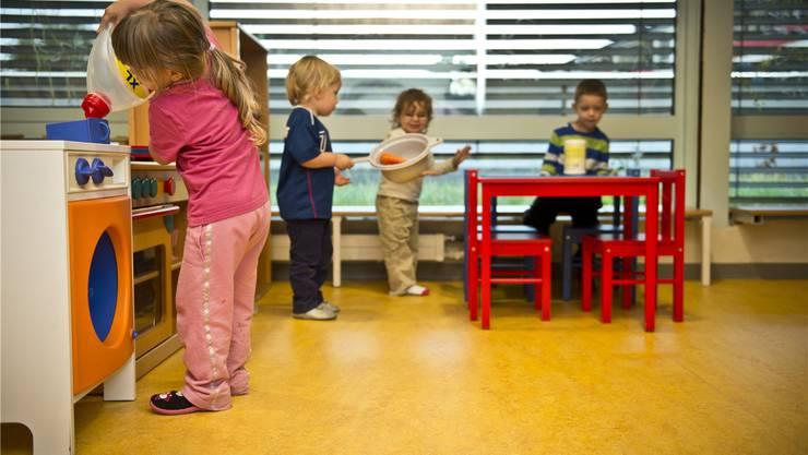 Umgesetzt wird die Strategie mit der Regelung für Tagesstrukturen zur familienergänzenden Kinderbetreuung. (Symbolbild).