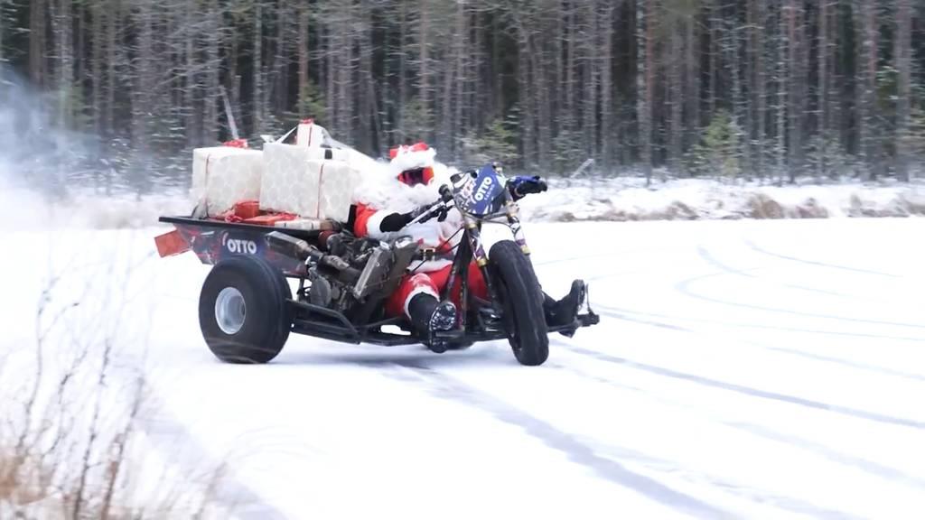 Trike statt Schlitten: Dieser Weihnachtsmann ist rassig unterwegs!