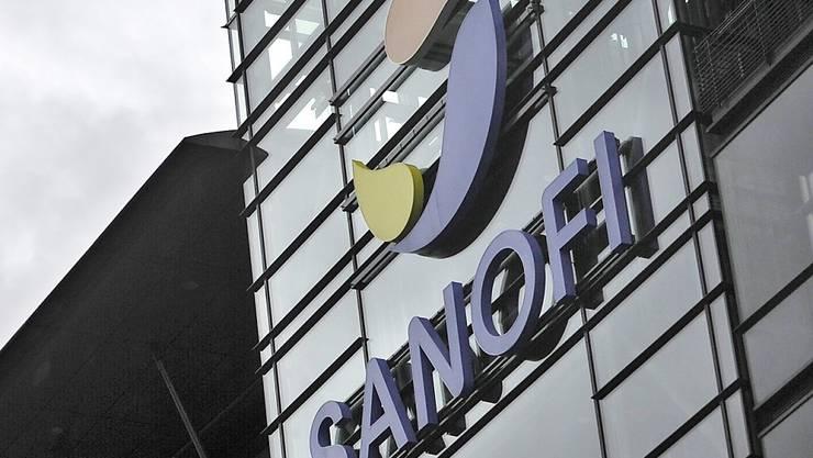 Der Pharmakonzern Sanofi hat am Montagabend eine Änderung seiner Firmenstrategie bekanntgegeben, nachdem das Unternehmen am Morgen bereits eine Grossakquisition publiziert hatte. (Archivbild)