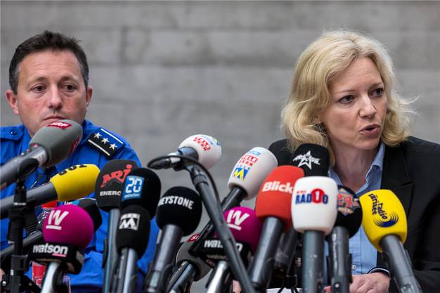 Der Mörder ist gefasst: Polizeihauptmann und Kripochef Markus Gisin und die Leitende Staatsanwältin Barbara Loppacher informieren am die Medien am Freitag, 13. Mai 2016, über den Mordfall Rupperswil.