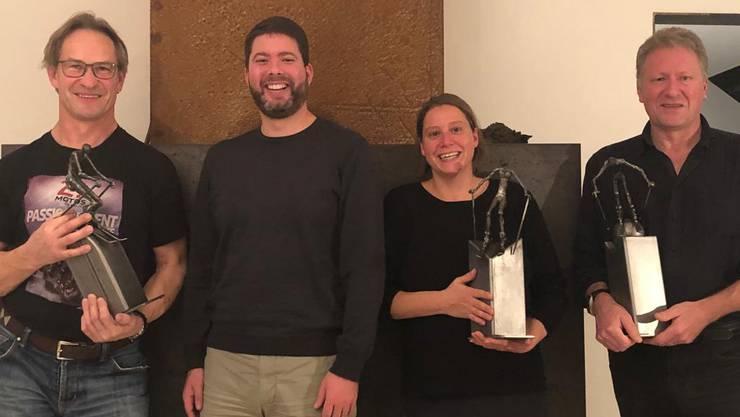 Daniel Schwarz (Künstler und Gewinner Kategorie Herren), Alain Froidevaux (Sponsor Pokale), Melanie Friedli (Präsidentin und Gewinnerin Kategorie Damen), Ueli Oswald (Gewinner Kategorie Differenzler) Es fehlt: Dominik Leubin (Gewinner Kategorie Snowboard)
