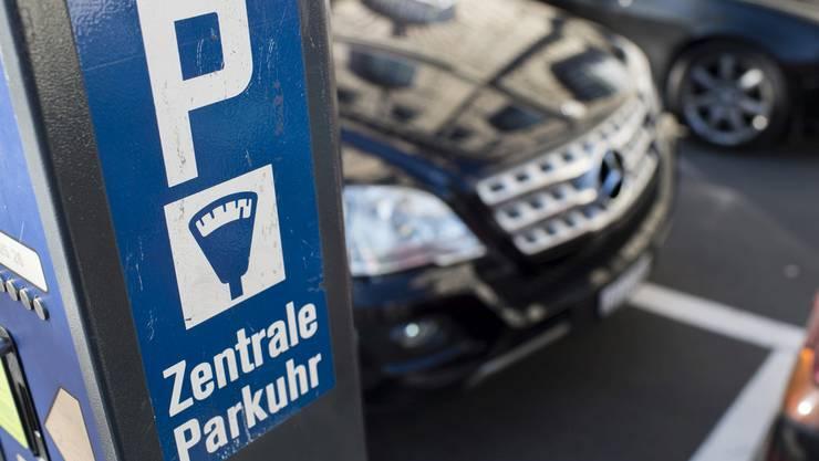 Die eingereichte Interpellation strebt an, dass an der Badi-Fondli die Gebühren fürs Parkieren aufgehoben werden. (Themenbild)