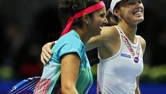 Haben gut lachen: Martina Hingis (re.) und Sania Mirza spielen in Madrid gross auf. (Archivbild)