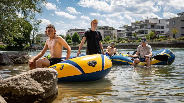 Für Tim Reimers und seine Freunde ist Bööteln auf der Reuss Tradition. Dieses Jahr ist der Badener bereits zum fünften Mal auf der Strecke Bremgarten-Gebenstorf unterwegs.