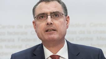 Laut Nationalbankpräsident Thomas Jordan hat die SNB stark am Devisenmarkt interveniert, um eine massive Aufwertung des Frankens zu verhindern. (Archivbild)