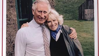 Undatierte Aufnahme von Prinz Charles und Camilla auf der Weihnachtskarte 2015. (Archivbild)