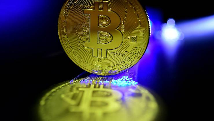 Der Bitcoin kostete am Dienstag noch 13'450 Dollar, nachdem er zuvor auf dem Rekordstand von 20'000 war. (Symbol)