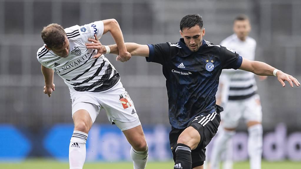 Jetzt gibt es wieder die Derbys GC - Basel: Fabian Frei (links) gegen den Hopper Leonardo Campana