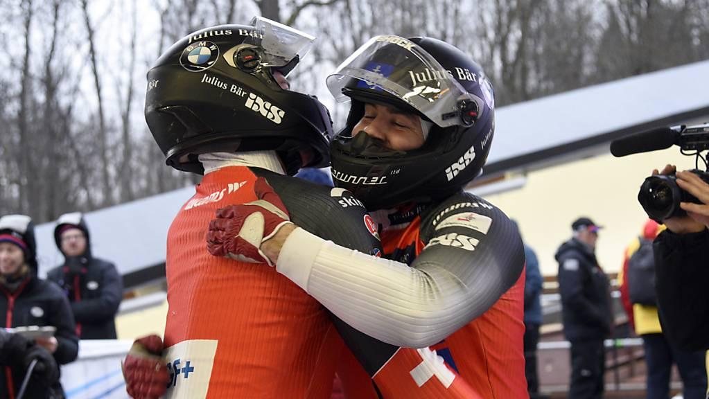 So wars vor einem Jahr: Simon Friedli und Gregory Jones freuen sich in Sigulda über EM-Silber