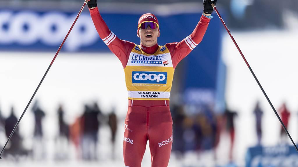 Alexander Bolschunow freut sich über einen weiteren Sieg