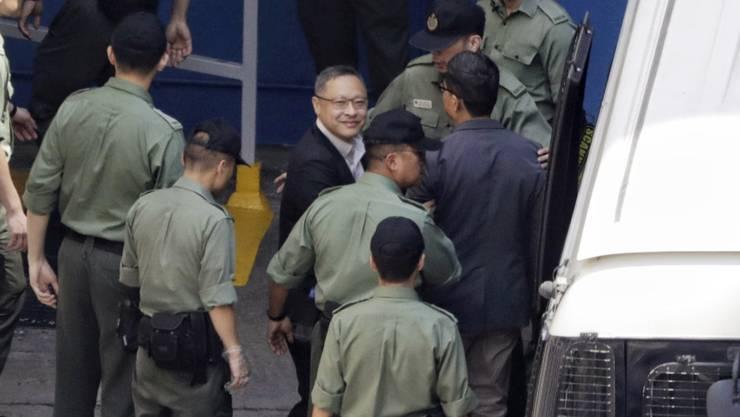 Der Juradozent Benny Tai und der Sozialwissenschaftler Chan Kin-Man (r) müssen für 16 Monate ins Gefängnis.