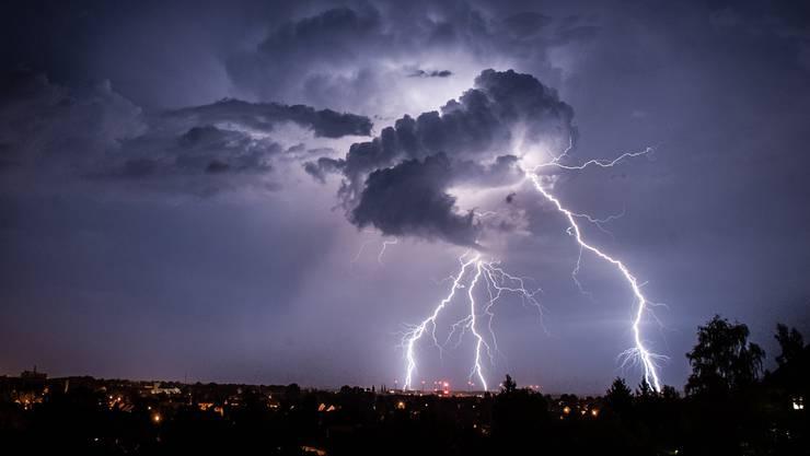 Am Freitagabend gingen in der Schweiz Gewitter und Starkregen nieder. (Symbolbild)