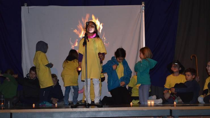 «Mer schenked eui es Liecht» - Kindergärtler sowie Schülerinnen und Schüler präsentierten eine besinnliche und amüsante Dorfweihnacht
