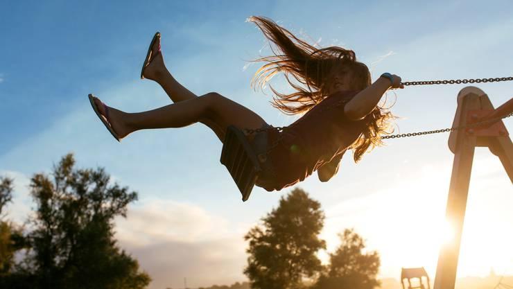 Das Schaukeln erfreut sich unter Kindern grosser Beliebtheit. Doch auch Erwachsenen täte es gut.
