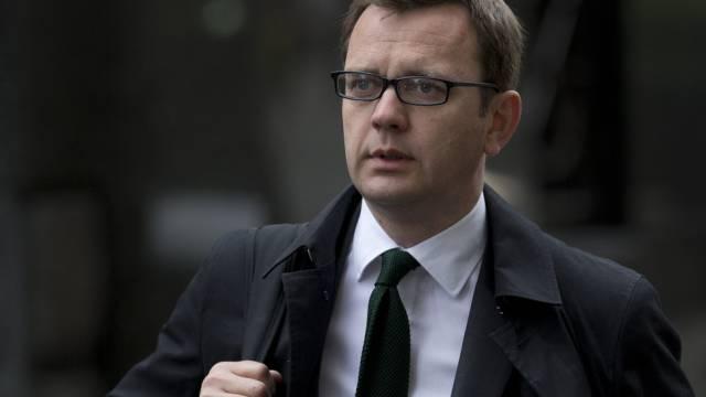 Camerons Ex-Kommunikationschef Andy Coulson kommt beim Gericht an