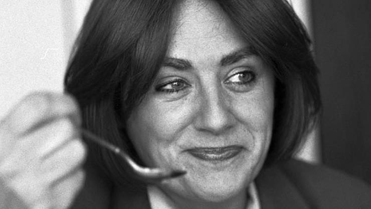 Agnes Amberg (†) wurde 1936 geboren, absolvierte die renommierte Pariser Kochschule «Cordon bleu» und galt mit 18 Gault-Millau-Punkten als beste Köchin der Schweiz. «Die Zeit» nannte sie einst «eine eidgenössische Institution.» Sie verstarb 1991 im Alter von 55 Jahren.
