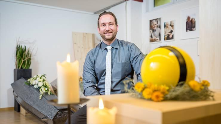"""Sandro Güntert: """"Wir haben einen Extra-Aufbahrungsraum gestaltet, in dem sich die Familie hinter einer Plexiglasscheibe von ihrem Verstorbenen verabschieden kann."""" (Archivbild)"""