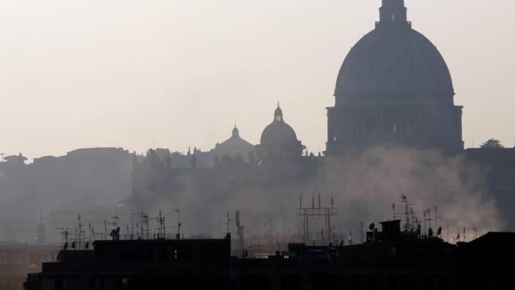 Trockenes Winterwetter und wenig Wind sorgen in Rom und anderen italienischen Städten für schlechte Luft. Die Behörden reagieren mit Fahrverboten. (Archivbild)