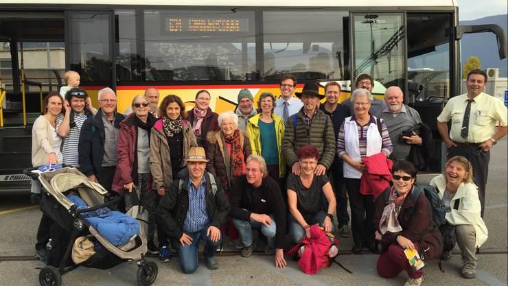 Einmalig: Die Postautopassagiere posieren in Lugano fürs Gruppenbild.