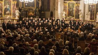 Die Kirche war voll besetzt, und die Zuhörer waren begeistert von den beiden Chören. Dominic Kobelt