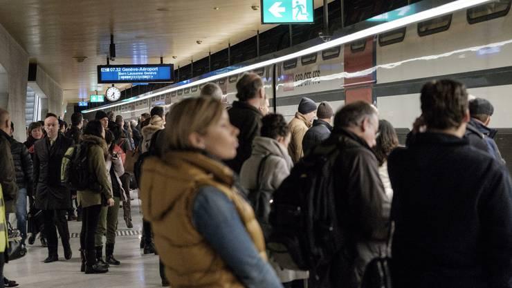 Wegen eines Stromausfalls herrscht im Zürcher Zugverkehr eine Ausnahmesituation.