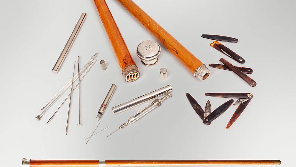 Allzeit bereit: Aus diesem Spazierstock konnten Ärzte allerlei Instrumente und sogar eine Spritze herausziehen.
