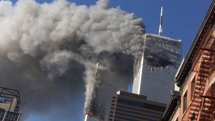 Am 11. September 2001 steuerten Attentäter des Terrornetzwerks Al-Kaida unter anderem zwei Passagierflugzeuge in die Türme des World Trade Centers in New York. (Archivbild)