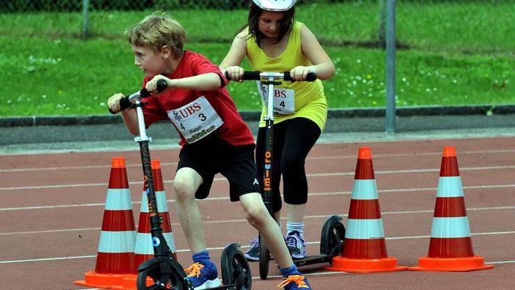Trotti-Biathlon, einen 800-Meter-Lauf und die Trotinett-Stafette.