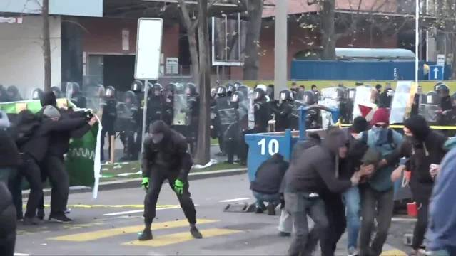 Eine Teilnehmerin der Anti-Pnos-Demo wurde zu einer Freiheitsstrafe von acht Monaten verurteilt. (Archivbild)