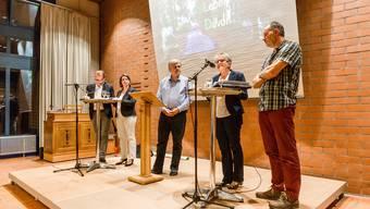 Gespräch vor Ortbürgern über die Waldinitiative Hans-Ruedi Hottiger, Jeanine Glarner, Gesprächsleiter Mathias Küng, Vreni Friker und Oliver Frey (v.l.) Sandra Ardizzone