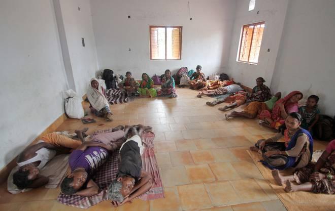 Fischer in der Region Puri wurden in eine Notunterkunft gebracht.