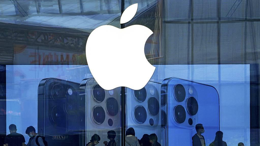 Der Apple-Konzern akzeptiert das Urteil im App-Store-Prozess nicht: Kunden in einem Apple-Store in Peking. (Bild vom 28. September)