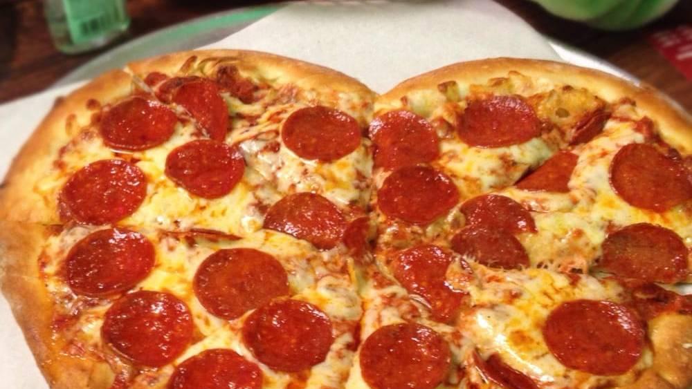 Backe eine herzförmige Pizza!