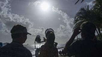 Die totale Sonnenfinsternis zog in Australien Tausende in ihren Bann