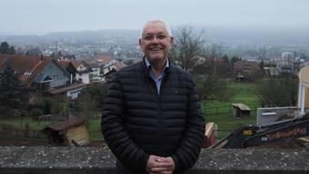 Willy Schürch kam 1998 in den Gemeinderat, seit 2008 ist er Gemeindeammann. Über die Grenze (im Hintergrund ist Bad Säckingen) sagt er «Ich erlebe sie als fliessend. Wir reinigen unser Abwasser seit Jahrzehnten in Bad Säckingen.»