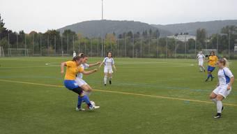 Ramona Miotti (links im gelben Trikot) und ihrer Schlieremer Teamkolleginnen müssen noch warten, bis sie wissen, wer sie in der Rückrunde trainieren wird.