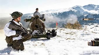 Berufs- statt Milizarmee: Österreichische Panzerabwehr-Soldaten bei einer Schiessübung in der Steiermark.