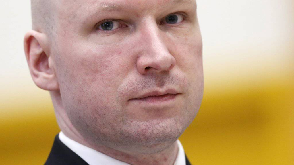 Der Rechtsextremist Anders Breivik tötete vor fünf Jahren 77 Menschen, die meisten davon Jugendliche. Im Buch «Einer von uns - Die Geschichte eines Massenmörders», das soeben auf Deutsch erschienen ist, geht die Journalistin Åsne Seierstad dem unfassbaren Verbrechen auf den Grund. (Archivbild)