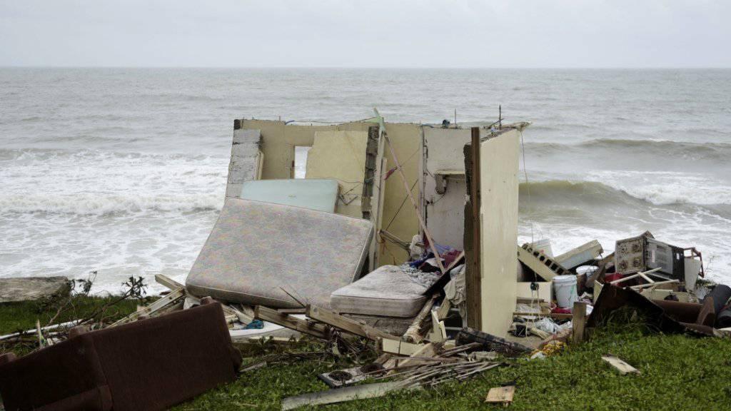 Vom Sturm zertrümmertes Haus an der Küste in El Negro auf Puerto Rico