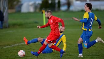 Grenchens Offensivspieler Fabrizio Laus bringt den FC Grenchen 15, den Dritten der 2. Liga, beim Underdog FC Leuzigen aus der 3. Liga in Führung.