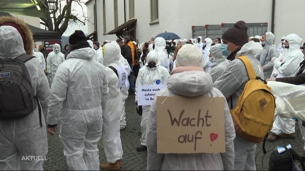 Trotz überlasteten Spitälern: In Aarau wurde gegen die Corona-Massnahmen demonstriert
