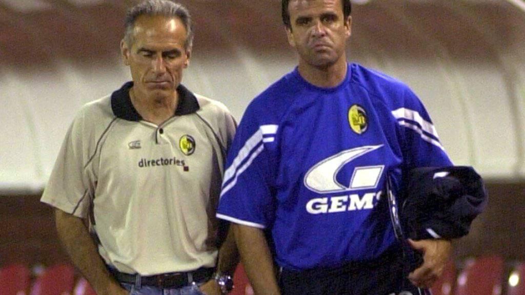 Auch die Mienen vom damaligen Trainer Hans-Peter Zaugg und Assitent Erminio Piserchia sprechen Bände