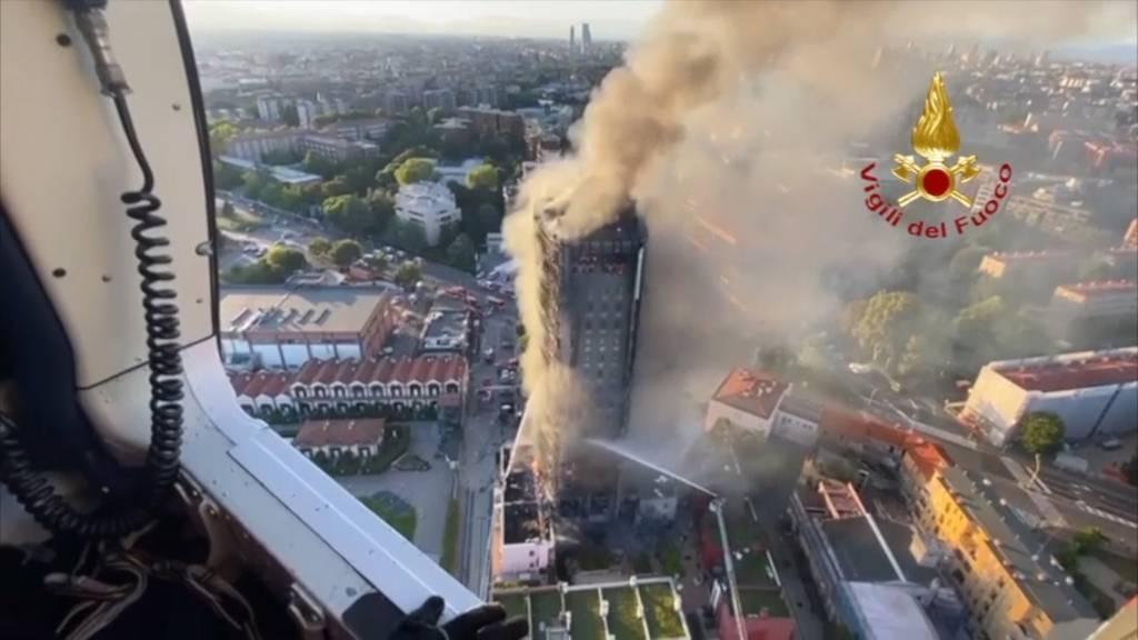Mailand: 20-stöckiges Hochhaus in Flammen aufgegangen