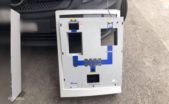 Ein geknackter Automat. Der Beschuldigte soll dasselbe Werkzeug bei verschiedenen Fällen verwendet haben.