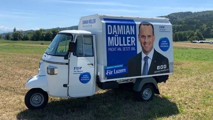 Der Luzerner FDP-Ständerat Damian Müller tourt mit einem «APE» durch den Kanton Luzern. Bild: zvg» im Retro-Des