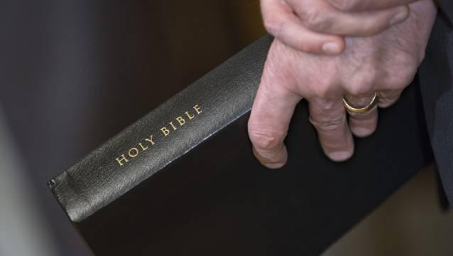 Die Bibel: Am Anfang der Apostelgeschichte steht das Pfingstereignis. (Symbolbild)