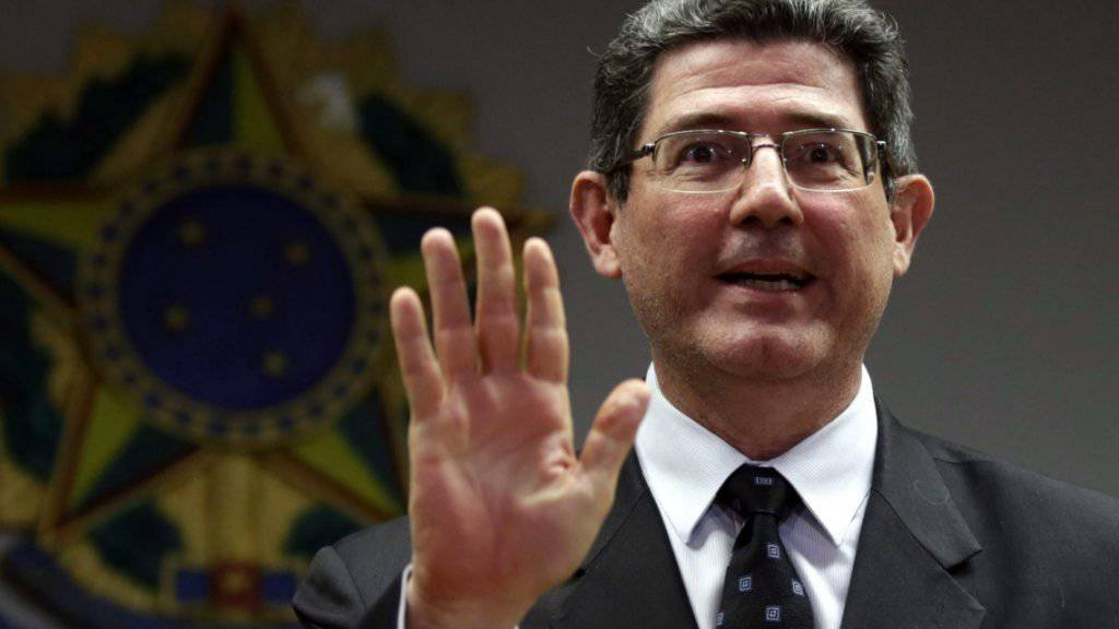 Finanzminister Joaquim Levy kündigt drastische Sparmassnahmen an.