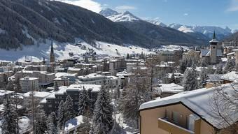 Es ist DER Ort für Après-Ski in Davos: Das Bolgen Plaza ist in Davos ist bei Zürcher Gästen enorm beliebt. Jetzt ist schluss mit lustig: Das Lokal muss neu um 19 Uhr schliessen. Für den Pächter ein Schlag ins Gesicht.