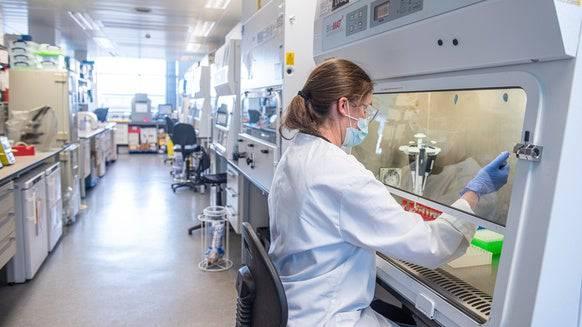 Ein Blick ins Labor der Universität von Oxford. (Bild: Keystone)