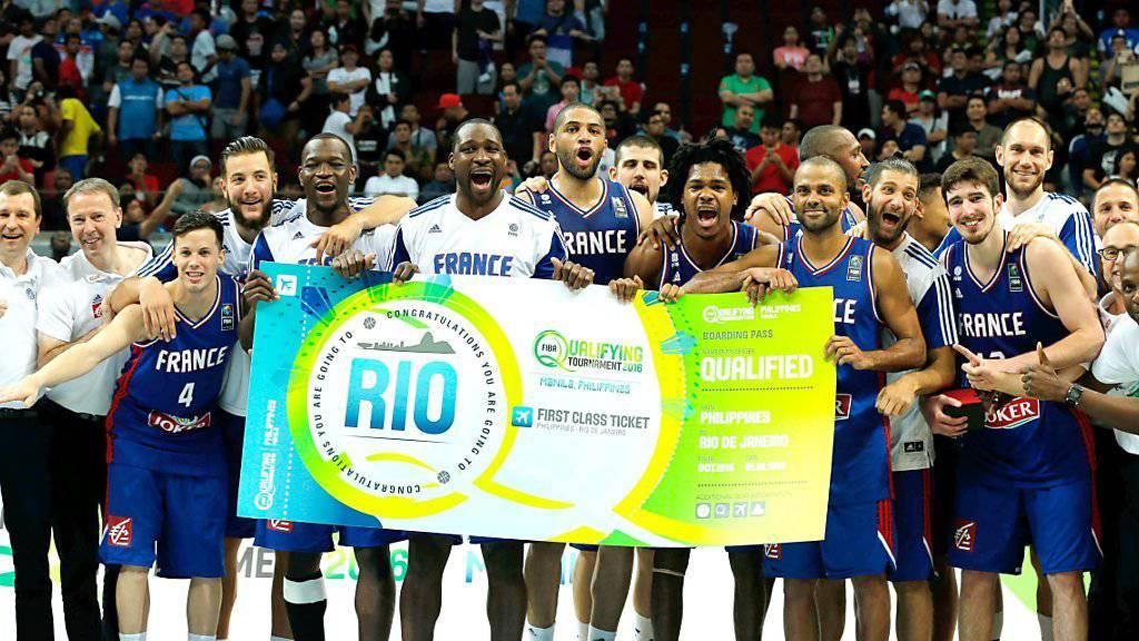 Das französische Basketball-Nationalteam feiert seine Qualifikation für die Olympischen Spiele in Rio: Der französische Geheimdienst hat offenbar Hinweise, dass ein Anschlag auf die französische Olympia-Delegation geplant war. Details dazu sind jedoch nicht bekannt. (Archivbild)